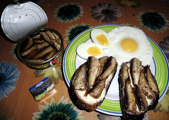 Sardines, Eggs, Butter, Bread... the meal is ready!